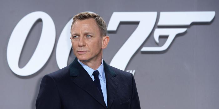 epa05000730 British actor/cast member Daniel Craig arrives for the premiere of 'Spectre' in Berlin, Germany, 28 October 2015. The new James Bond movie will be released in German theaters on 05 November.  EPA/BRITTA PEDERSEN