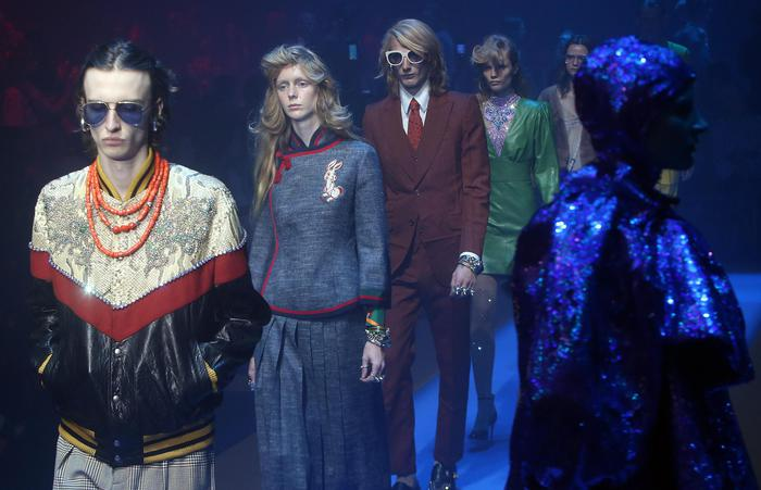 Models present a creation by Italian fashion label Gucci during the Milan Fashion Week, in Milan, Italy, 20 September  2017. The Spring-Summer 2017/2018 Women's and Men's collections are presented at the Milano Moda Donna from 20 to 25 September. ANSA / MATTEO BAZZI