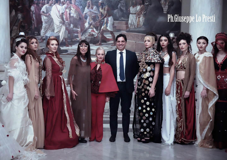 """Piazza Duomo il palcoscenico di """"Magnificat"""" la XVIII mostra di abiti e costumi dedicati a Sant'Agata"""