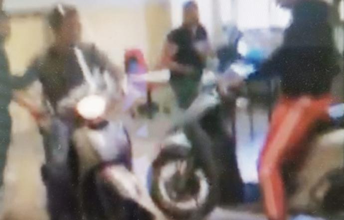 Catania, entrano in classe con la moto: denunciati due studenti