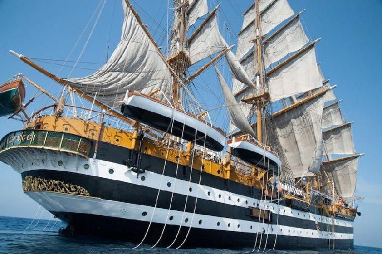 Arriva la nave più bella del mondo: l'Amerigo Vespucci per tre giorni a Catania