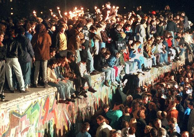 Muro di Berlino, la notte in cui crollò e finì un mondo