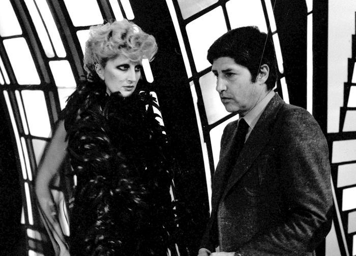 Mina e Antonello Falqui duranete la trasmissione Rai ''Milleluci'' a Roma il 17 aprile 1974. ANSA