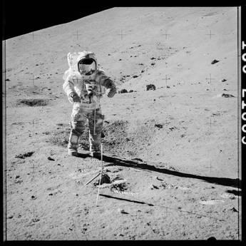 Aperta la capsula del tempo della Luna