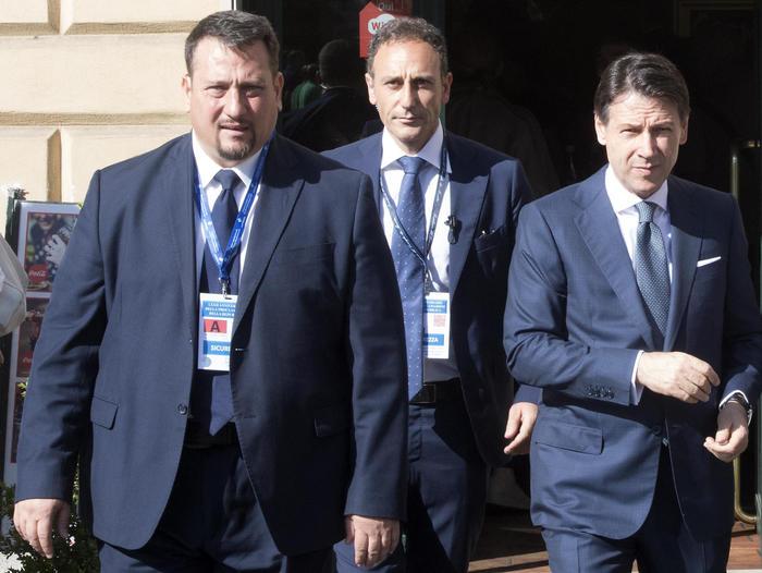 In una foto d'archivio del del 2 giugno 2018 il sostituto commissario della Polizia di Stato Giorgio Guastamacchia (s), che faceva parte della scorta del premier Giuseppe Conte, morto oggi a Roma per Coronavirus. ANSA/CLAUDIO PERI