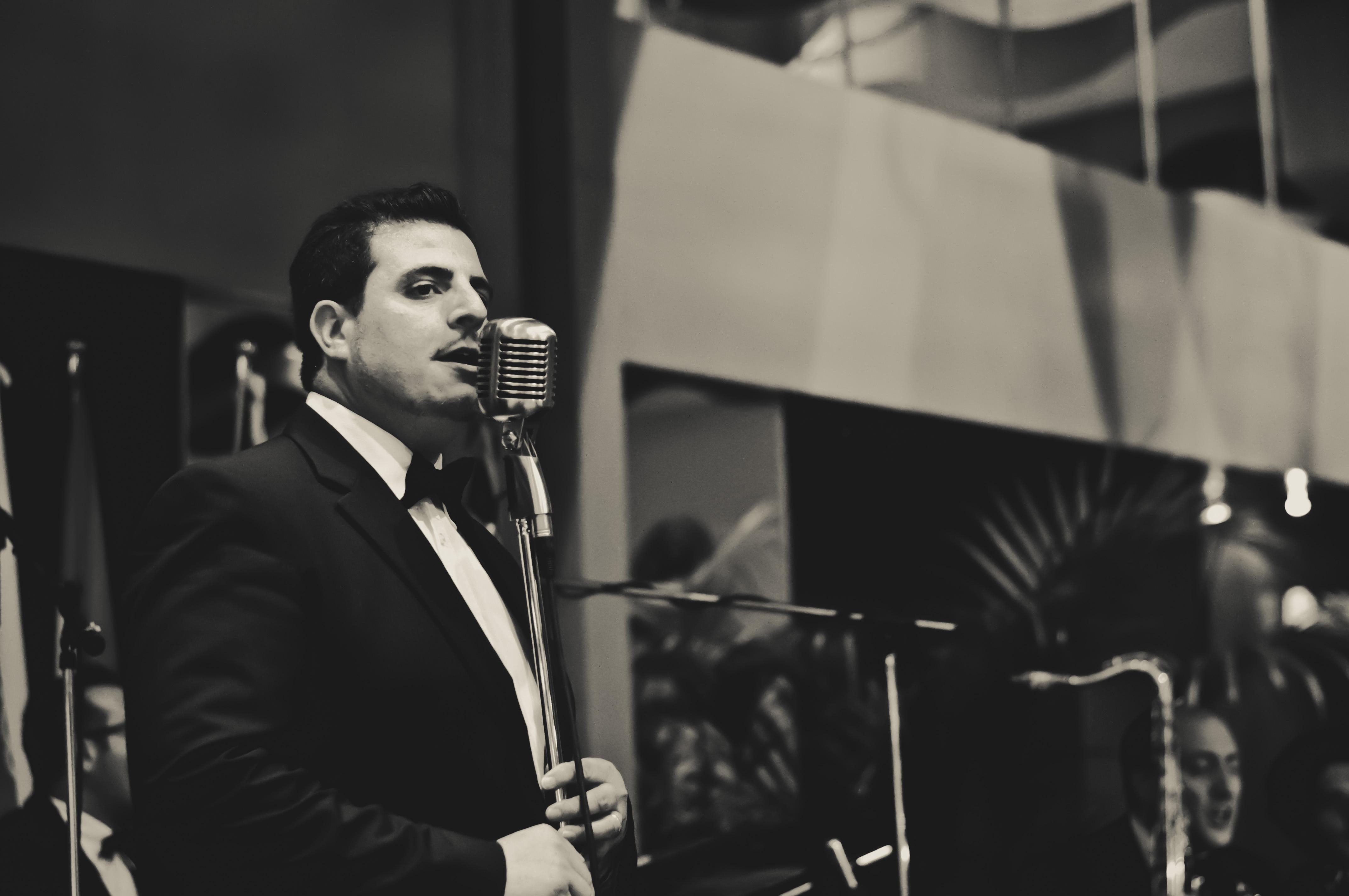 """""""Swing! Da Sinatra a Carosone"""", il concerto in stile Las Vegas firmato dalla band Chicky Mo di Antonio Campanella"""