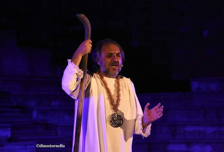Al Teatro Antico di Tindari Salvatore Guglielmino racconta il dramma di Edipo Re