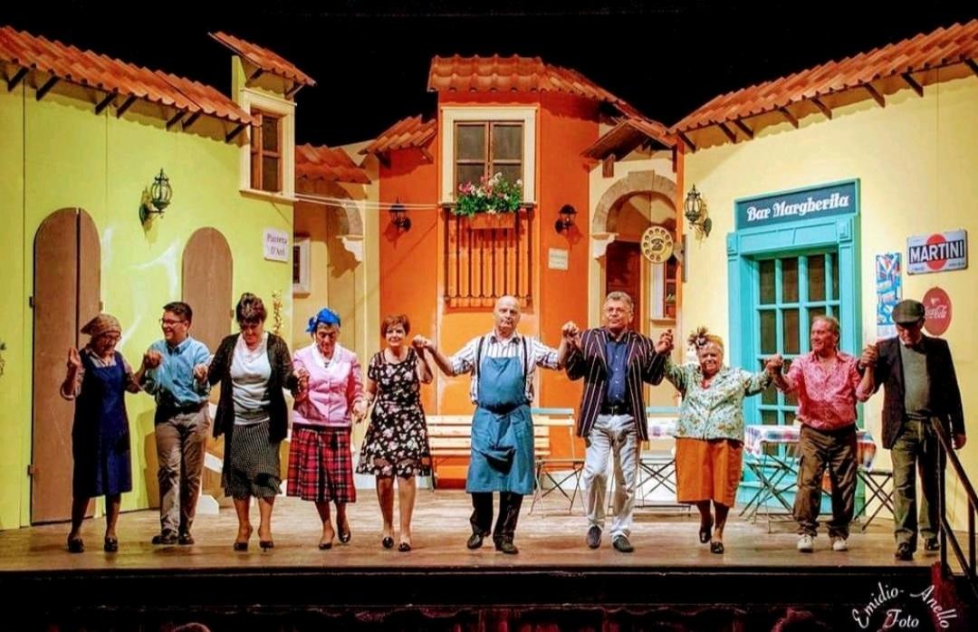 """La Compagnia teatrale Atriana dell'Abruzzo con """"La piazze annasconne ma nen perde"""" in gara al VI """"Gran Premio Nazionale Teatro Amatoriale"""""""